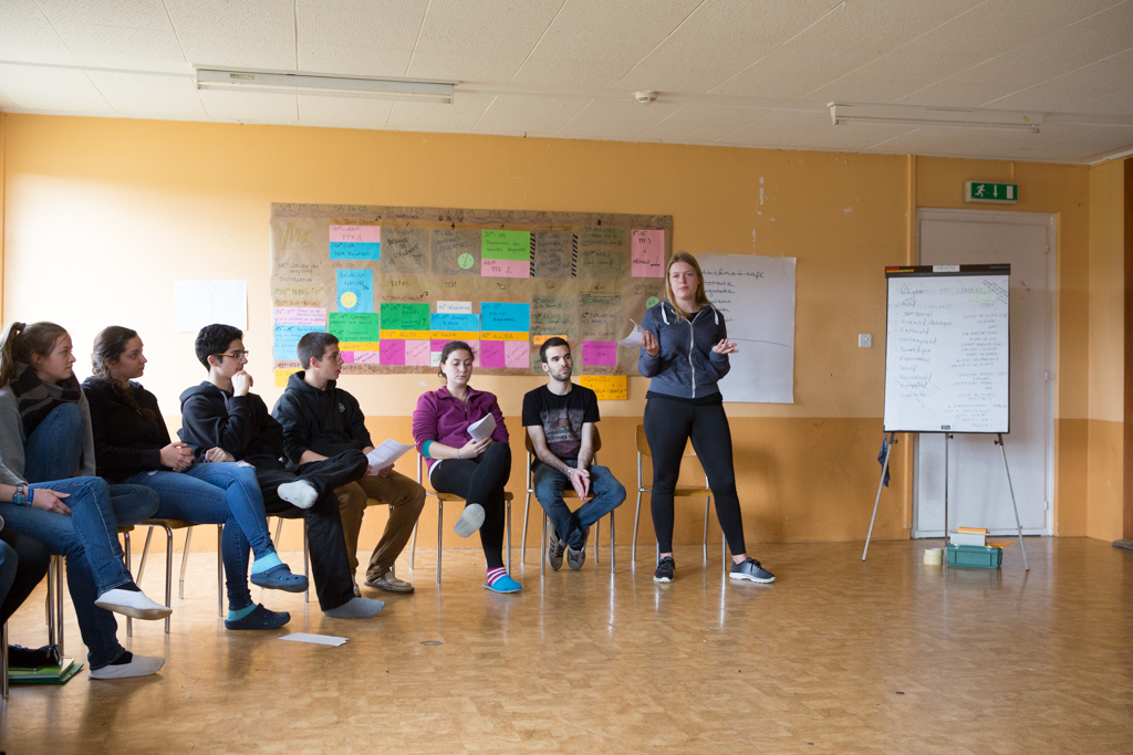 http://formation-cemea.ch/wp-content/uploads/2015/08/stage-CEMEA-int%C3%A9rieur-256.jpg
